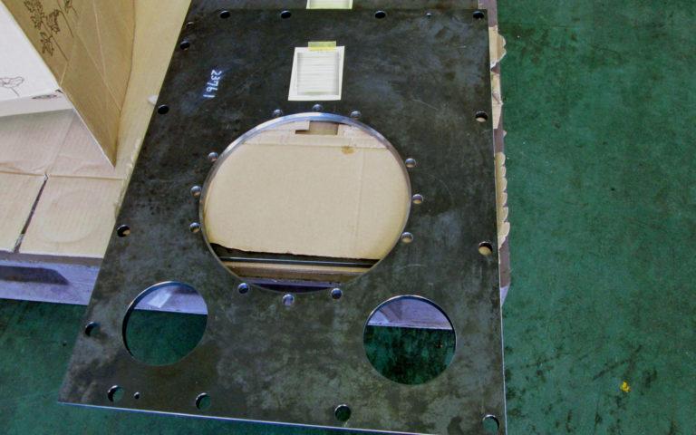 ドラム支持板
